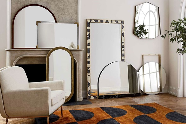 Giant Mirrors to Decorate Your Home With Style